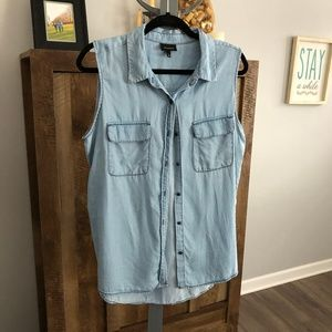 Who What Wear Sleeveless Button Down Size Large